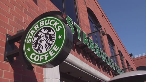 Starbucks says overcrowding at counters hurt sales