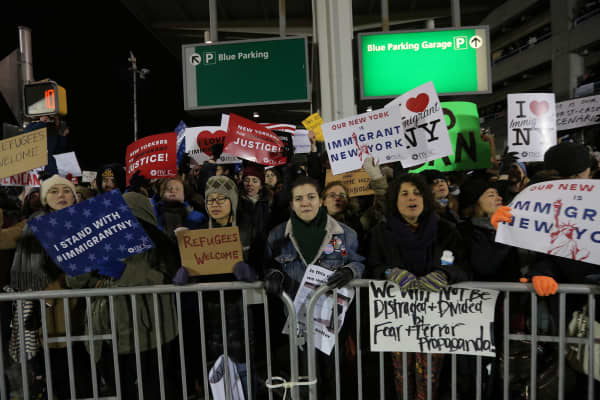 Protesters gather outside Terminal 4 at JFK airport in opposition to U.S. president Donald Trump's proposed ban on immigration in Queens, New York City, U.S., January 28, 2017.