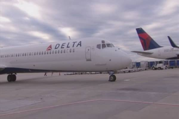 Delta resumes domestic flights after outage