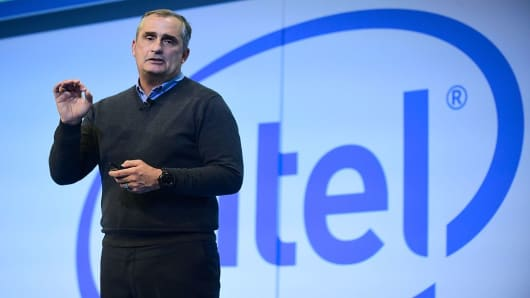 Intel outlook improves on stronger PC, data center sales