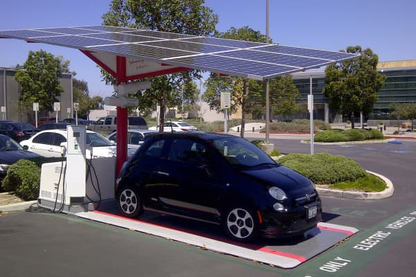 Envision Solar EV Arc charging station.