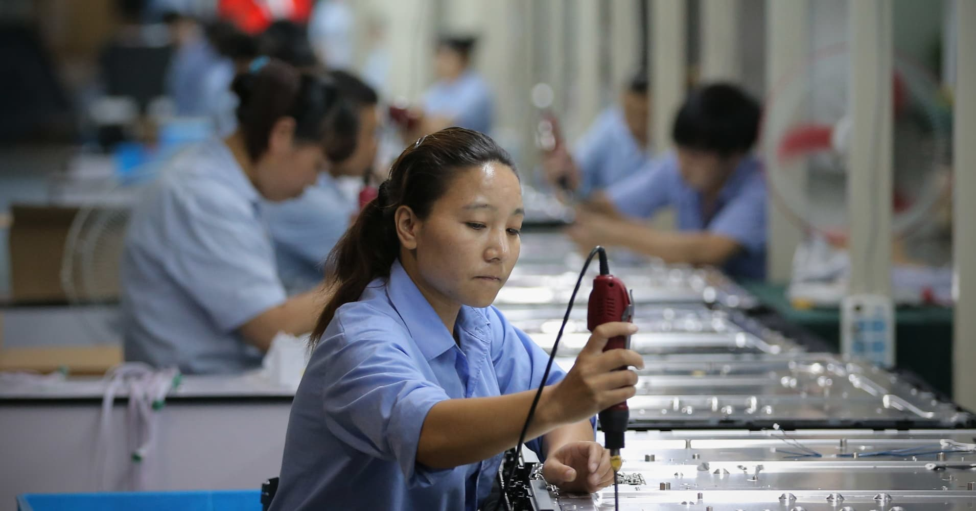 China's industrial profits suffer first drop in 3 years