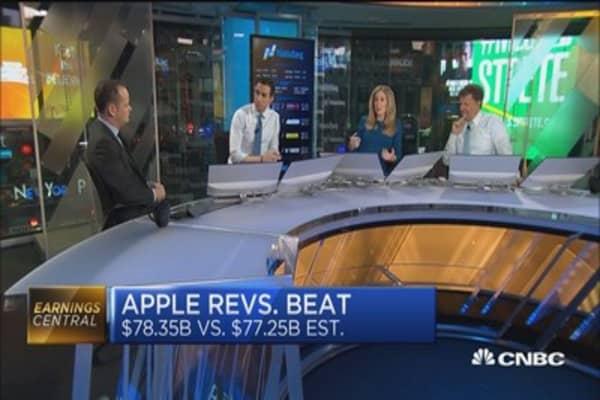 Apple smashes estimates,sitting on giant cash hoard: Pro