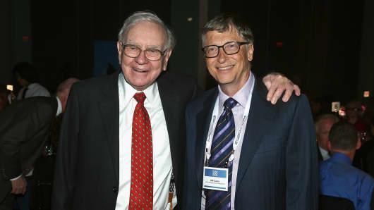 Warren Buffett and Bill Gates attend the Forbes' 2015 Philanthropy Summit Awards Dinner.