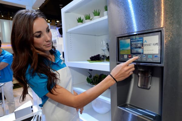 Samsung spokesmodel Kai Madden displays the connectivity feature on a Samsung smart refrigerator.