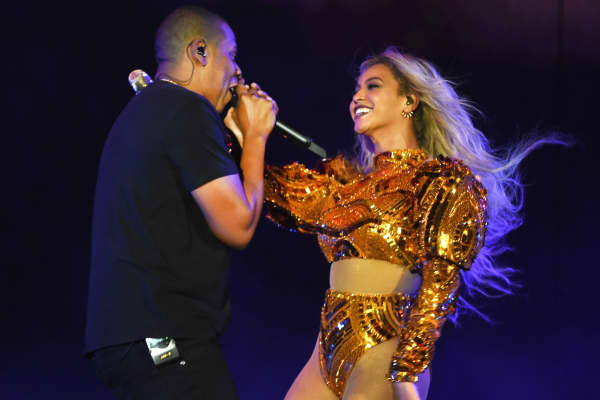 Beyonce and Jay Z perform during 'The Formation World Tour' at MetLife Stadium on October 7, 2016 in East Rutherford, New Jersey.