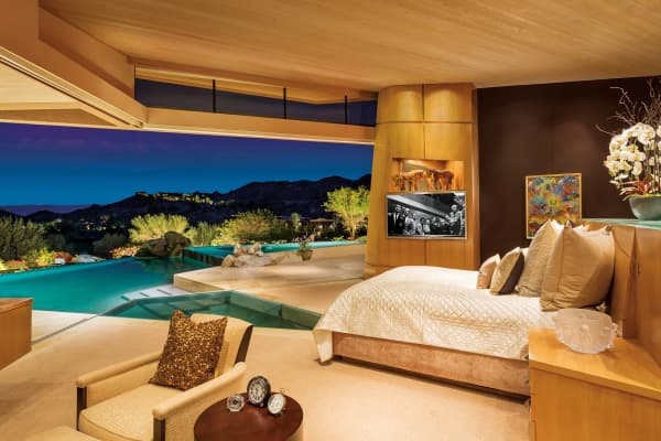 The Late Jerry Weintraubu0027s Desert Mansionu0027s Master Bedroom Has A Pool That  Begins At The Foot