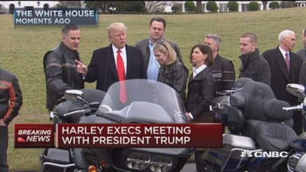 Harley-Davidson execs roll to the White House on motorcycles