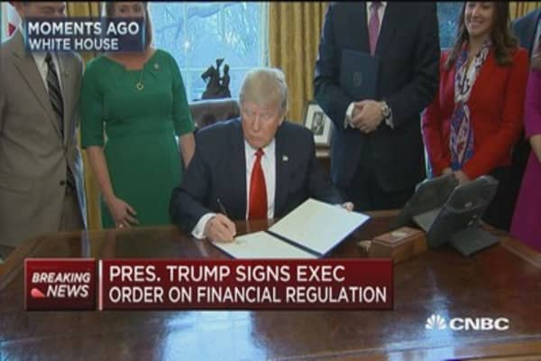 Trump signs executive orders on financial regulation & pause in fiduciary rule