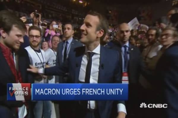 Le Pen and Macron trying to grab voters disappointed with Fillon