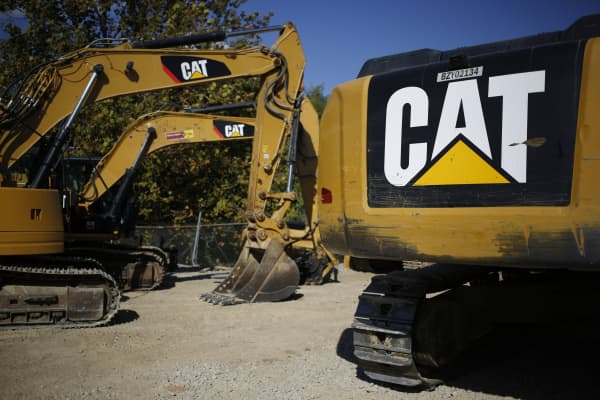 Caterpillar Inc. rental hydraulic excavators sit at the Whayne Supply Co. dealership in Lexington, Kentucky, U.S., on Monday, Oct. 17, 2016.