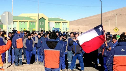 Labor negotiations at the Escondida copper mine are considered a benchmark for the industry. This file photo shows a protest strike in August 2013.