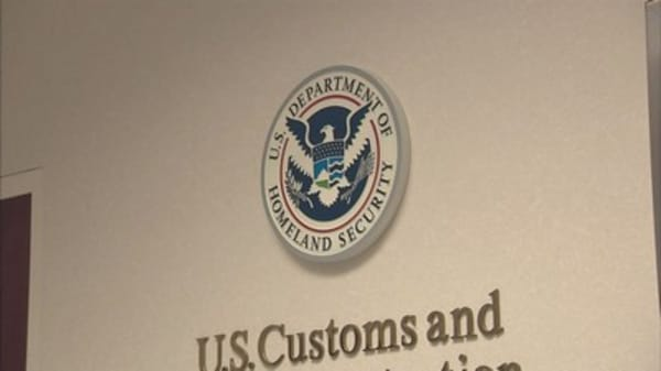 US considers asking visitors for social media passwords