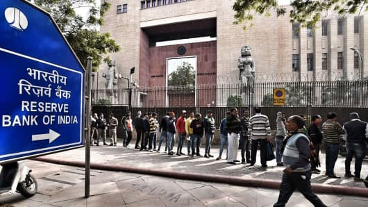 Long queues seen at RBI on the last date to deposit banned currency notes on December 30, 2016 in New Delhi, India.