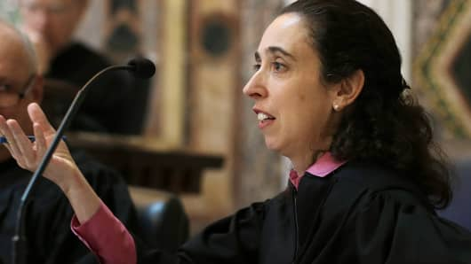 Circuit Judge Michelle T. Friedland gestures while questioning Barry Bonds' attorney on Sept. 18, 2014.