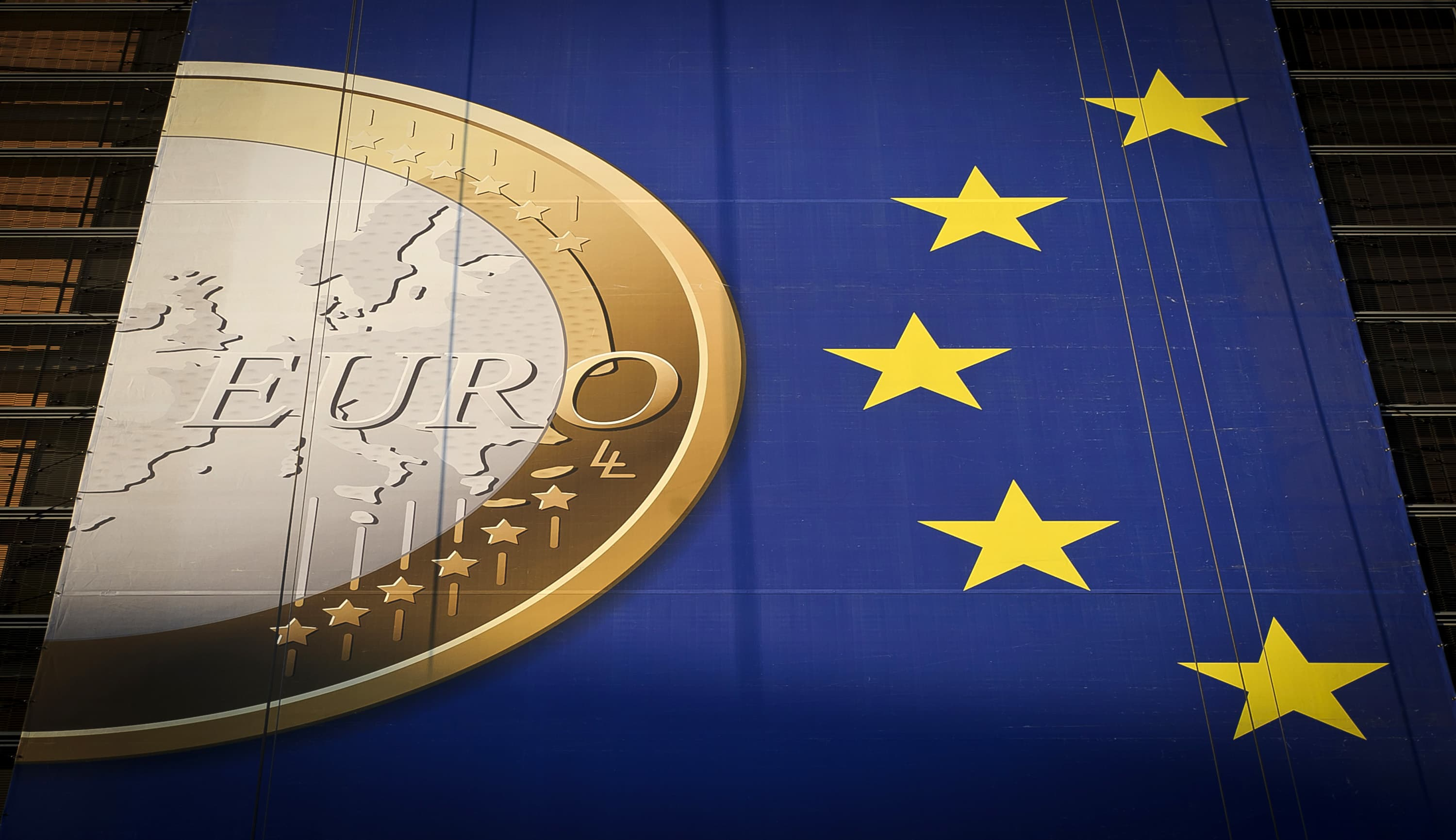 euro falls from 1 week highs after ecb vote