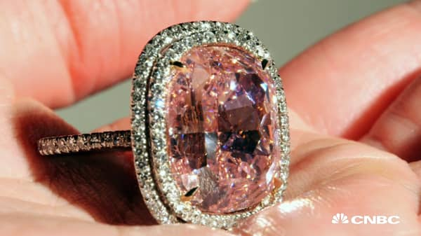This record-setting ring sold for $28.5 million at auction