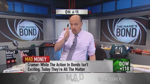Cramer: Why it's critical to watch boring bonds to detect the economy's next move