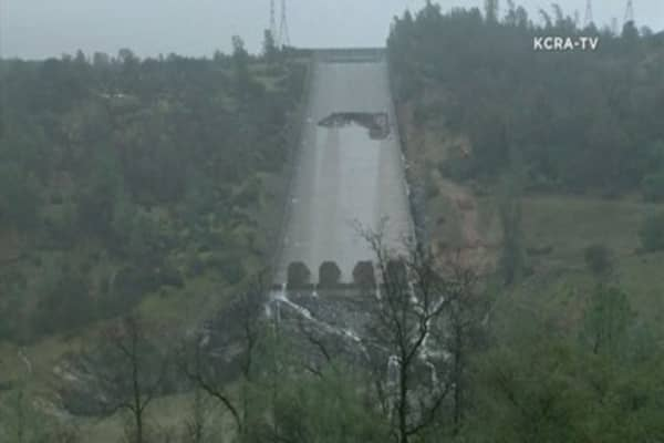 Erosion of major California dam spillway creates gaping hole