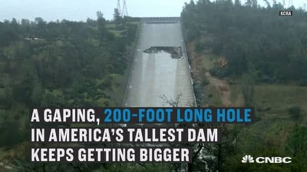 Gaping hole in America's tallest dam keeps getting bigger