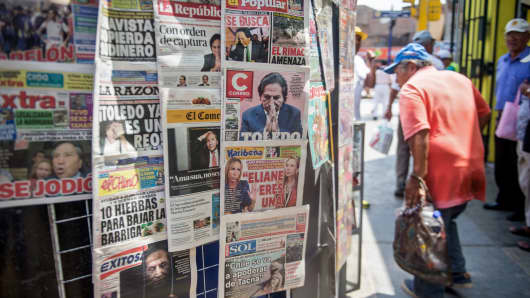 Newspapers with the portrait of former Peruvian President (2001-2006) Alejandro Toledo on their front pages, are displayed for sale in Lima on February 10, 2017.