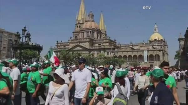 Mexicans protest against President Trump and Peña Nieto