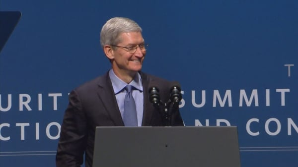 Apple CEO Tim Cook urges tech companies to fight fake news