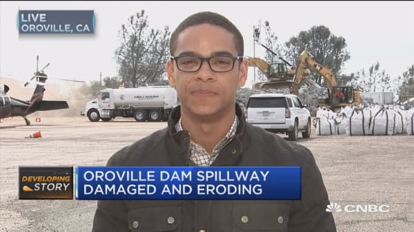 Thousands evacuated near faulty Oroville Dam