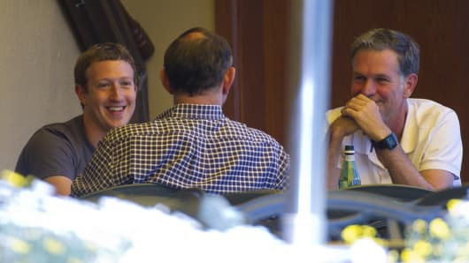 Mark Zuckerberg, chief executive officer and founder of Facebook Inc., left, and Reed Hastings, president and chief executive officer of Netflix Inc.