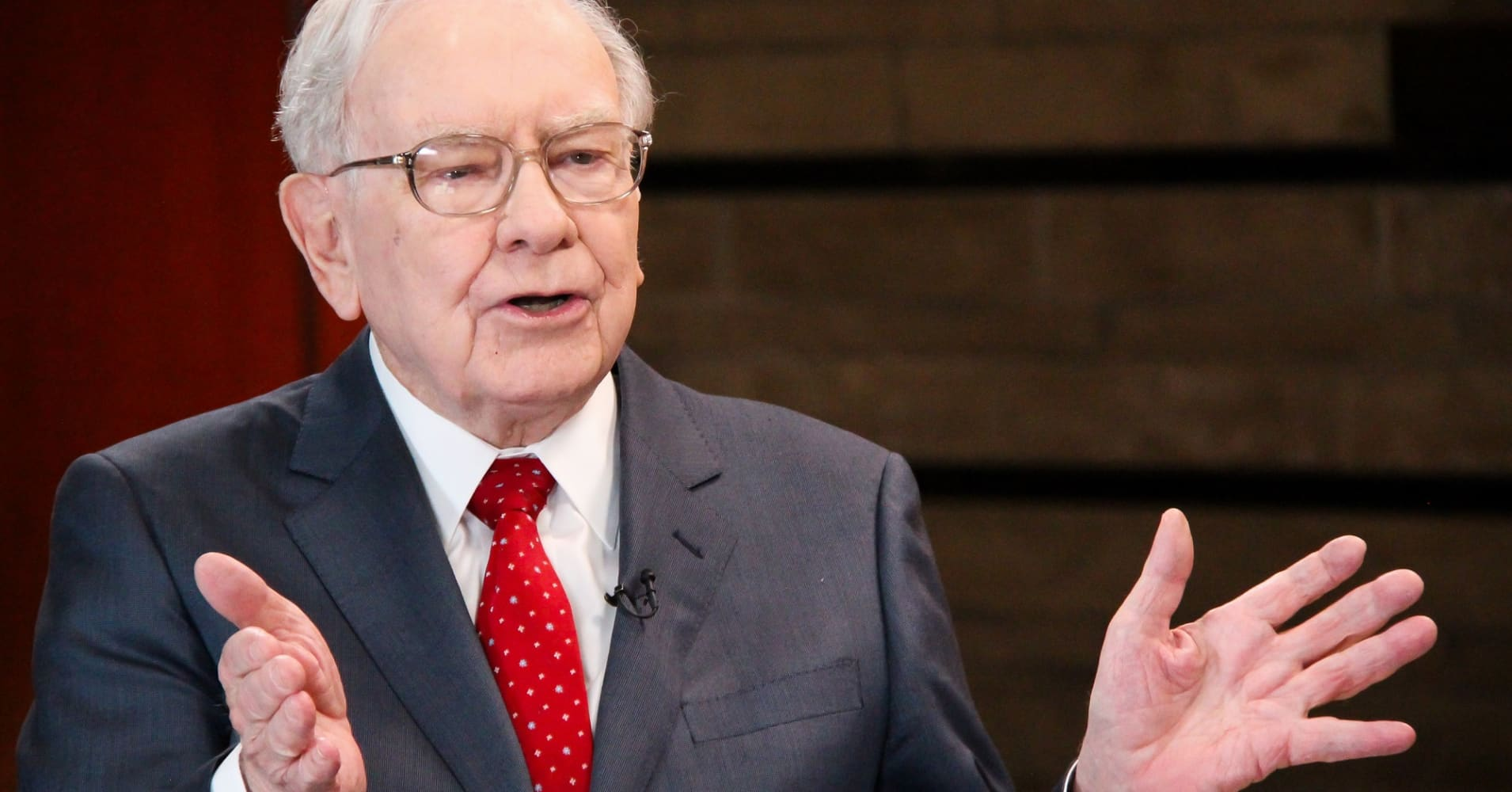 buffett rule The buffett rule 1k likes as multi-billionaire warren buffet has pointed out, his average tax rate is lower than his secretary's no household making.