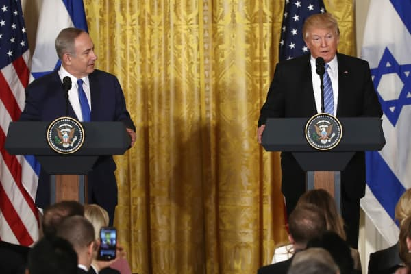President Donald Trump (R) and Israel Prime Minister Benjamin Netanyahu (L) participate in a joint news conference at the East Room of the White House February 15, 2017 in Washington, DC.