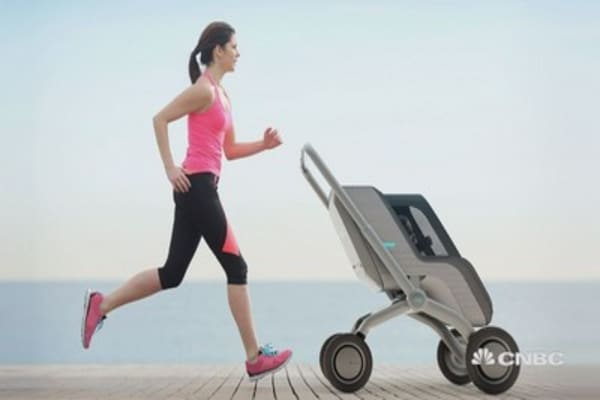 This self-driving stroller is perfect for parents-on-the-go