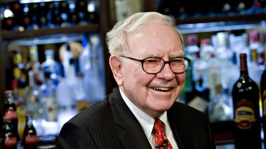 Warren Buffett: investors should stick to low-priced tracker funds