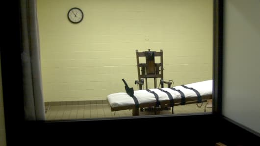 View of the death chamber from the witness room at the Southern Ohio Correctional Facility shows an electric chair and gurney August 29, 2001 in Lucasville, Ohio.