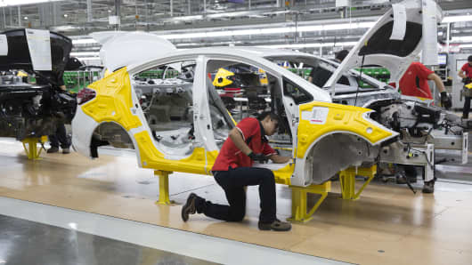 Workers assemble Kia Motors Corp. Forte vehicles during the inauguration of the company's production plant in Pesqueria, Mexico, on Wednesday, Sept. 7, 2016.