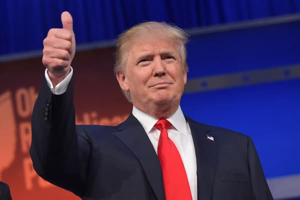 Donald Trump flashes the thumbs-up