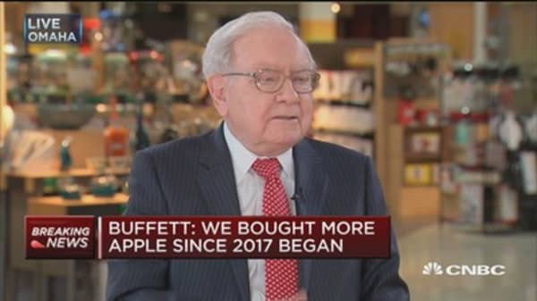 Buffett: Apple product has incredible  'stickiness'