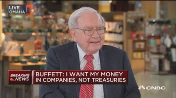 Buffett: Why anyone would buy a 30 year bond 'absolutely baffles me'