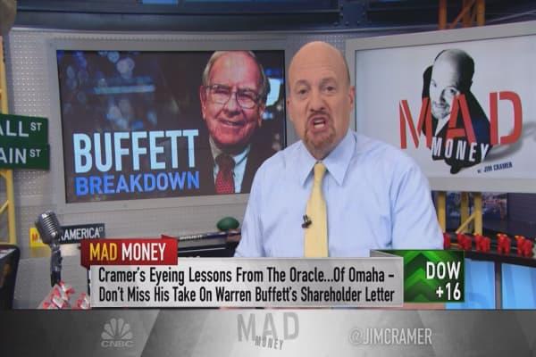 Cramer: What Warren Buffett gets about Apple that analysts don't