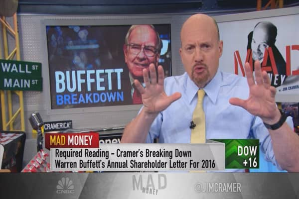 Analysts don't get this about Apple, but Buffett does