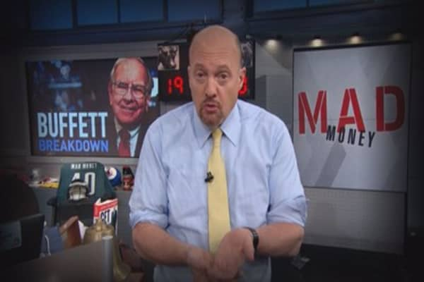 Cramer Remix: Breaking down Buffett's queues for when to buy