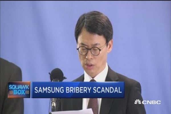 South Korea accusses Samsung heir of bribery and other charges