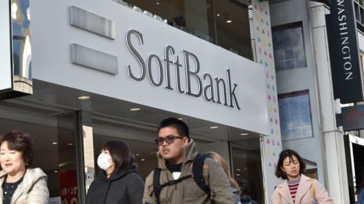 Japan's SoftBank turns in strong Q1, mulls Uber investment