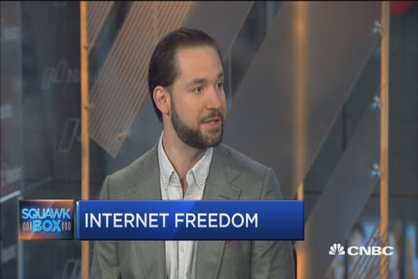 Free market, not cable companies should choose internet winners and losers: Reddit co-founder