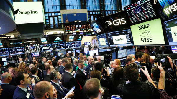 Traders on the floor of the New York Stock Exchange wait for Snap Inc to post their IPO in New York, March 2, 2017.