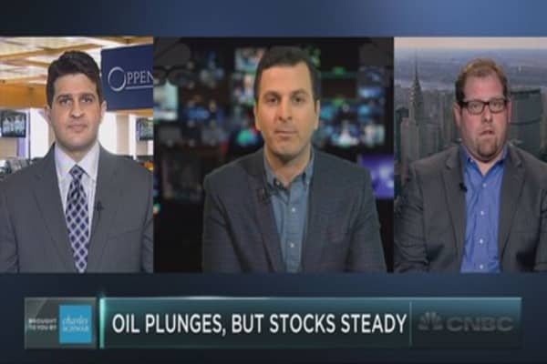 If oil keeps plunging, can stocks keep holding up?