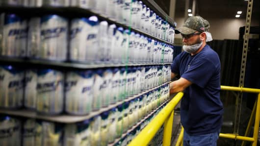 An employee inspects a pallet of Anheuser-Busch InBev aluminum beer cans at the Ball Corp. beverage can manufacturing facility in Findlay, Ohio.