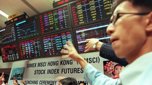 A trader begins trading after the launching of the Singapore International Monetary Exchange (SIMEX) and Morgan Stanley Capital International (MSCI) Stock Index Futures in Singapore. (File photo).