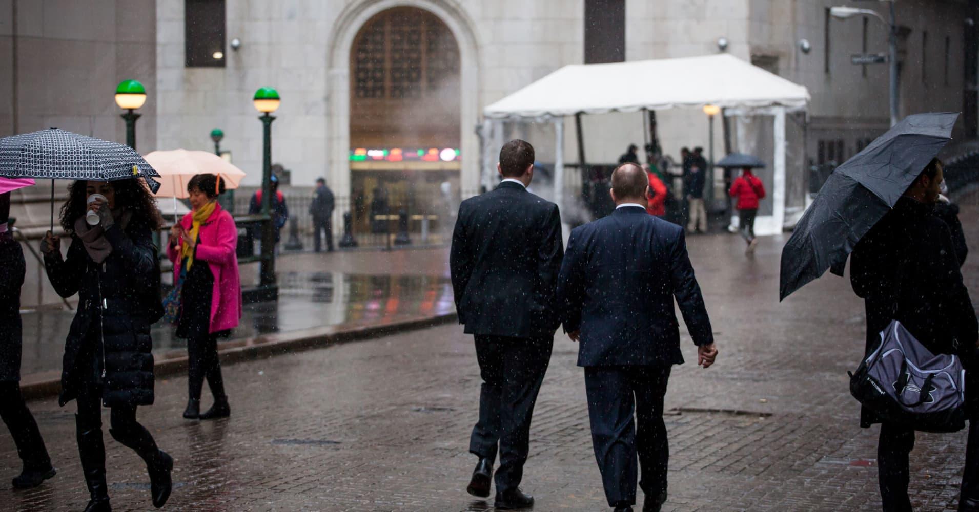 Bond, stock trading revenues drop on sleepy Wall Street