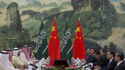 Chinese Premier Li Keqiang (2nd-L) meets with Saudi Arabia's King Salman bin Abdulaziz Al Saud (2nd-R) at Great Hall of the People on March 17, 2017 in Beijing, China.